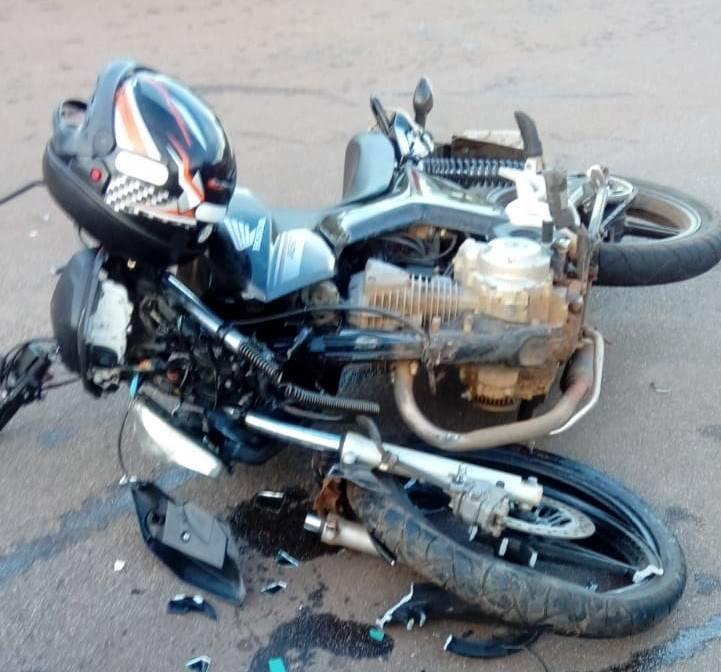 737e6cc3958 Acidente entre carro e moto deixa homem gravemente ferido na região sul de  Palmas - Fotos  Grupo Tocantins Alerta